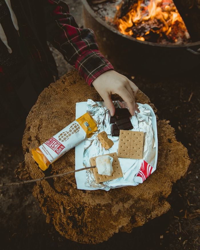 S'mores over bål