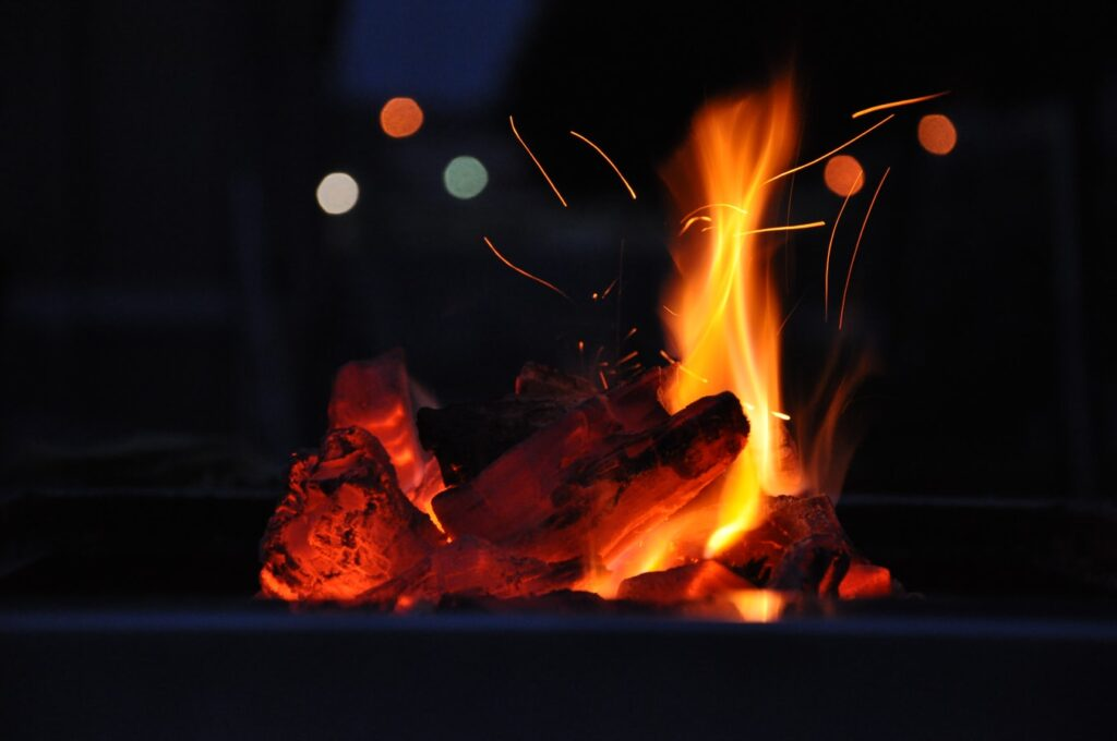 Bålsted med brænde