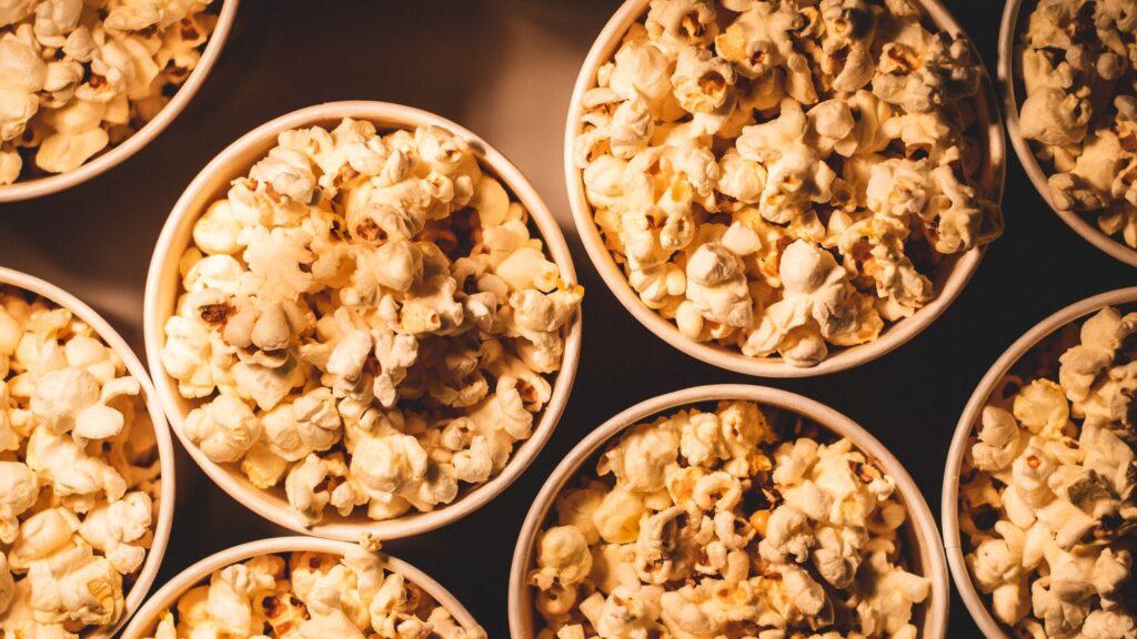Popcorn over bål