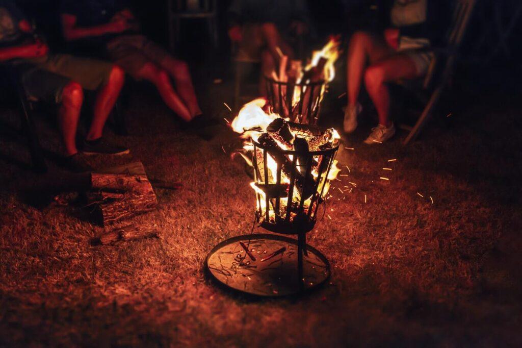 Bålkurv med ild i