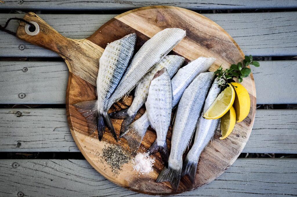 fisk på skærebræt