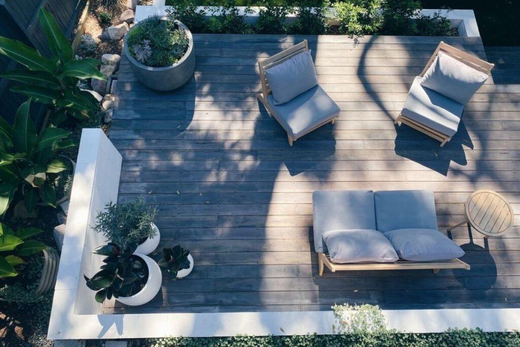 Terrasse med loungemøbler