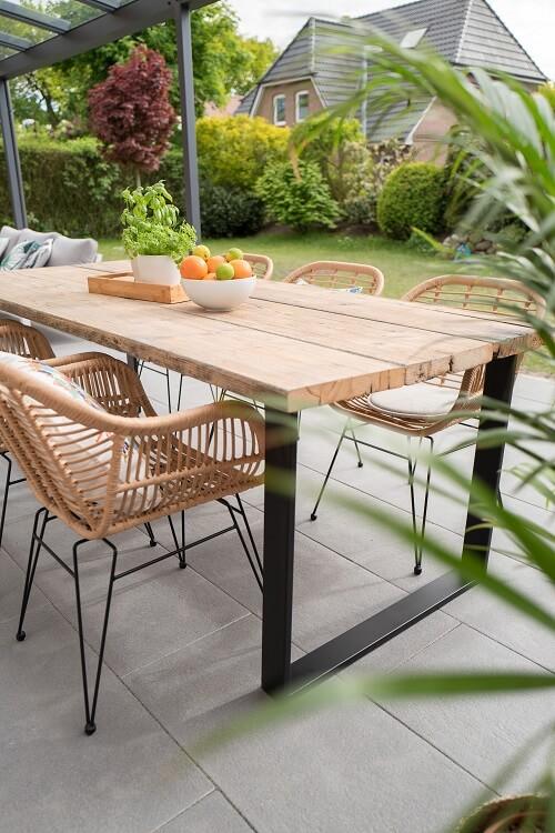 bord på terrasse